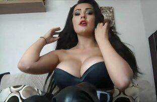 Carlycurvy tidak striptis dalam vidio bokep xxx hot busana pendek dan bermain dengan pussies