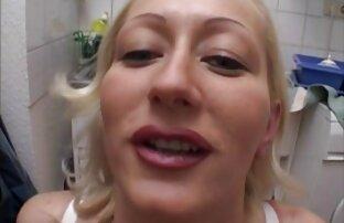 Cantik pirang dengan payudara besar kacau di bikini dan xxx hot bokep muncul!